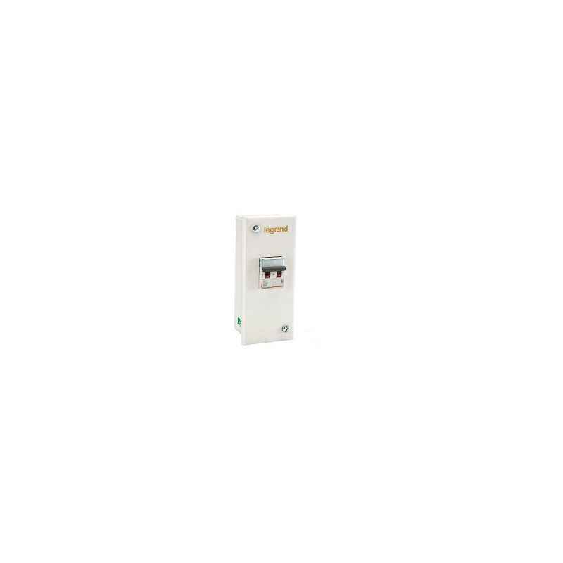 Legrand Ekinox 32A TP With Earth Metra plug & Socket Distribution Board, 5078 18